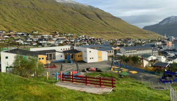 Starvslýsing: námsfrøðingar til Barnalund í Fuglafirði